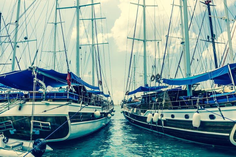 两艘被停泊的帆船 免版税库存照片