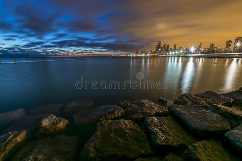 两色的日出在芝加哥 库存照片