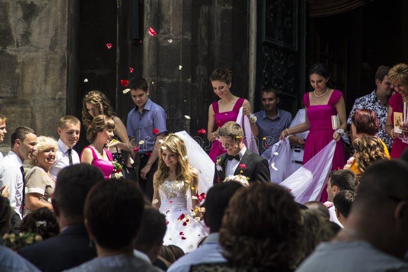两青年人婚礼在市利沃夫州
