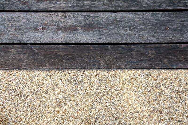 两音色木和石地板 免版税库存照片