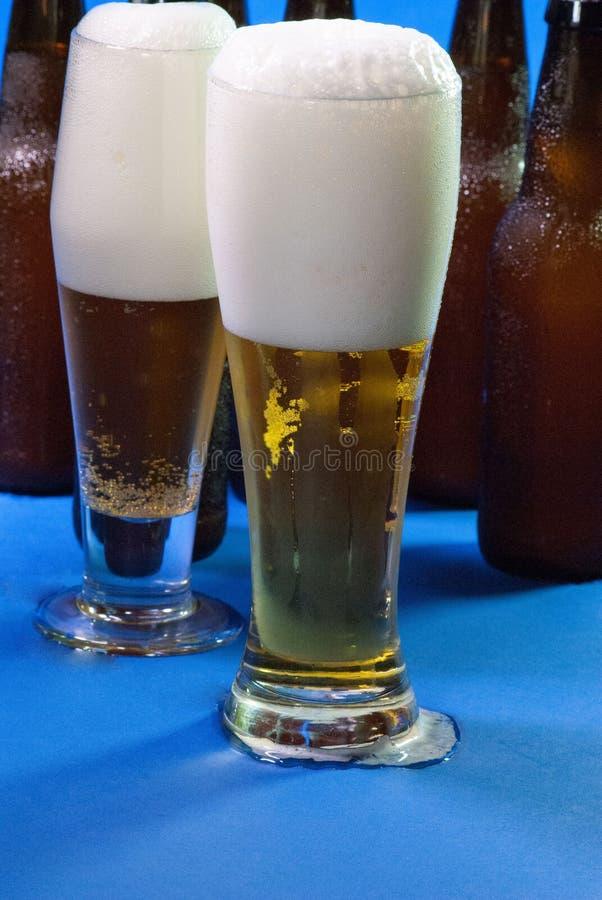 两高杯啤酒 图库摄影