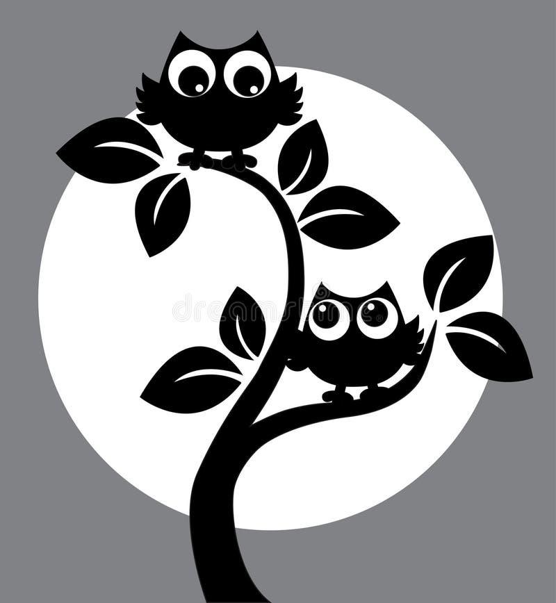 两头黑猫头鹰剪影在树的 皇族释放例证