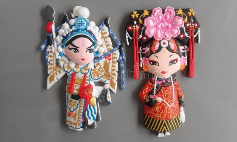 两给他们的全国服装的中国妇女赋予生命 免版税库存图片
