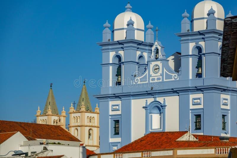 两churchs门面在Angra做Heroismo, Terceira,亚速尔群岛海岛  免版税图库摄影