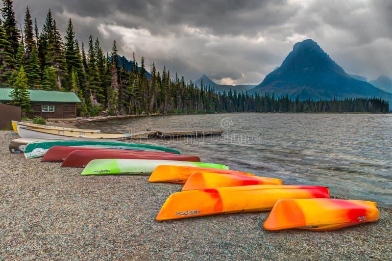 两Medicine湖冰川国家公园 免版税库存照片
