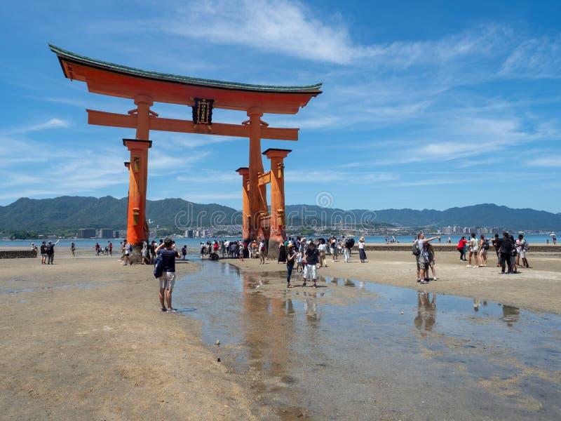 严岛神社,日本的O鸟居巨大门 库存图片