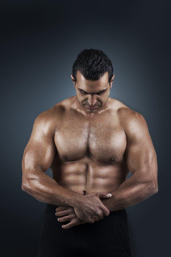 严格运动员身体赤裸的poto 库存图片