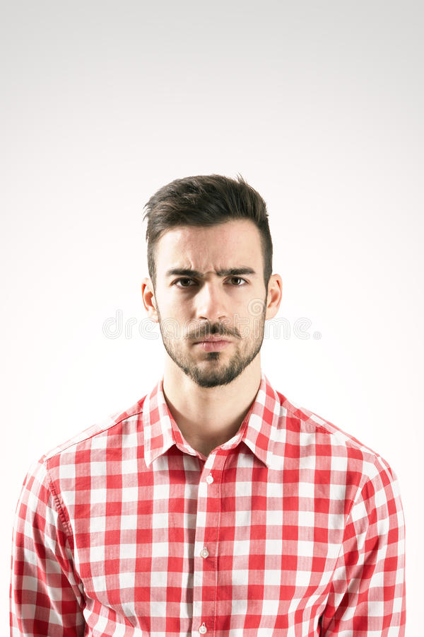严肃的恼怒的被触犯的有胡子的人画象  免版税库存图片