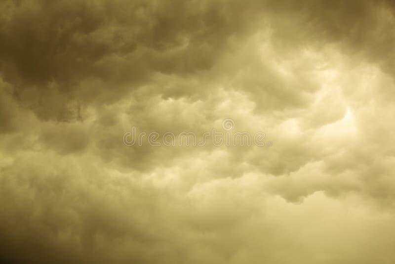 严重的cloudscape 在天空的风雨如磐的云彩 库存图片