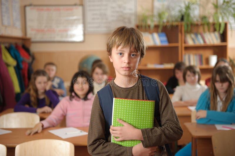 严重选件类前的男小学生 图库摄影