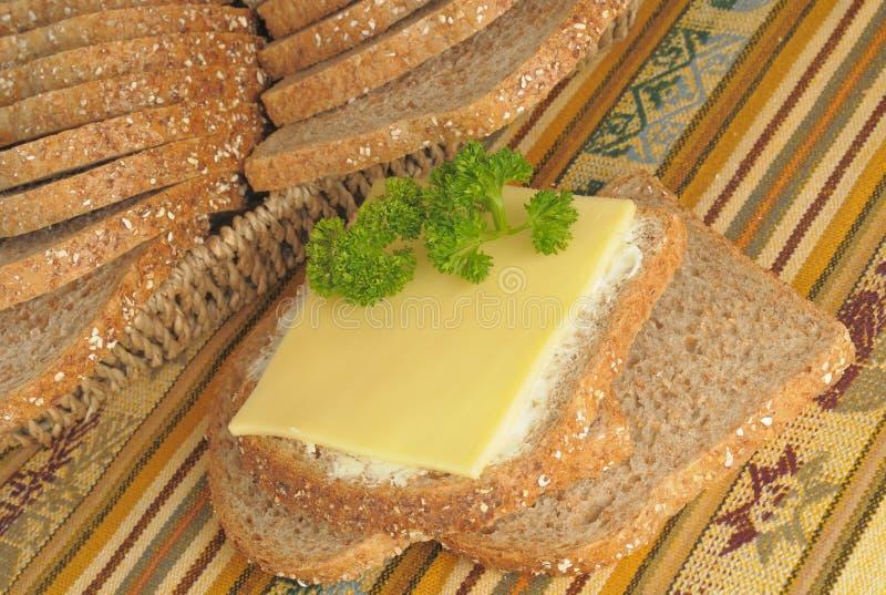 黑整个五谷面包用黄油 免版税图库摄影