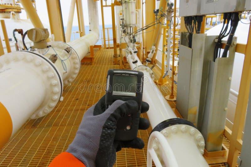 个人H2S气体探测器,检查气体泄漏 免版税库存照片