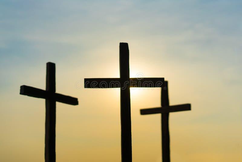 3个十字架在城市 库存照片