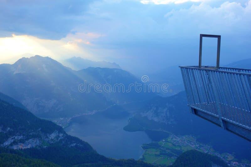 5个手指是在上奥地利Dachstein山的一个自由观察平台,登上的Krippenstein 它被命名了 免版税库存图片