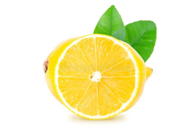 整个柠檬在与裁减路线的白色背景隔绝的果子和一个圆的切片 免版税库存照片