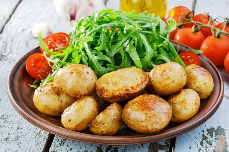 年轻整个被烘烤的土豆 库存照片