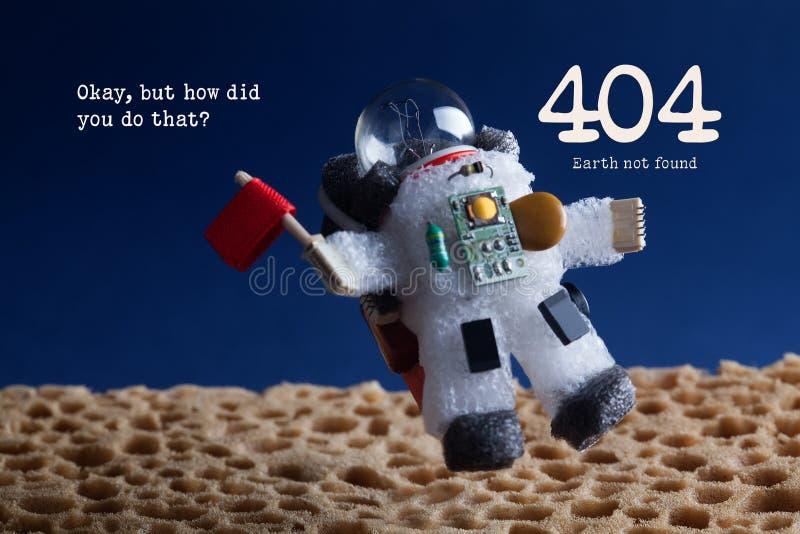 404个错误页没被找到的概念 太空人宇航员浮动统温层行星蓝天背景 文本Okay,但是怎么 免版税库存图片