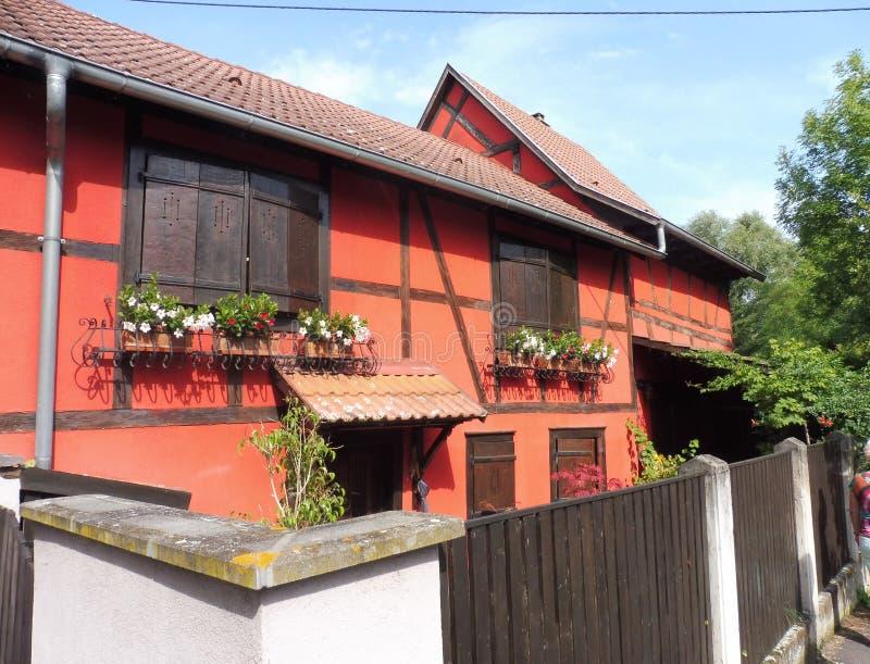 12 67 2002 06个阿尔萨斯房子红色木头 库存照片