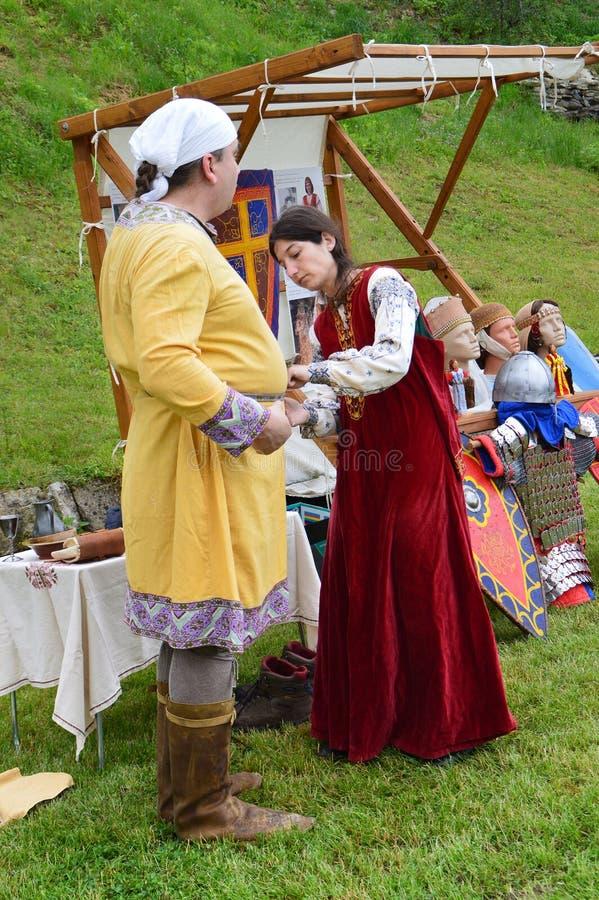 中世纪保加利亚服装的历史重建 免版税库存照片