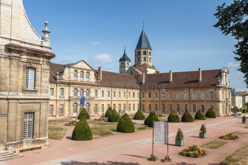 中世纪修道院在Cluny镇,法国的历史的中心 免版税库存照片