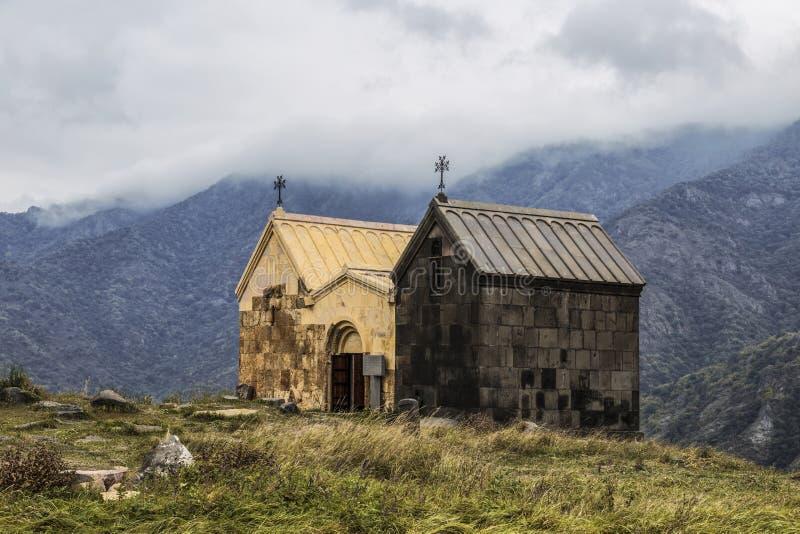 """中世纪修道院Horomayr â€的两个教会Surb Nshan """"位于在Odzun村庄,洛里地区东南部, 免版税库存图片"""