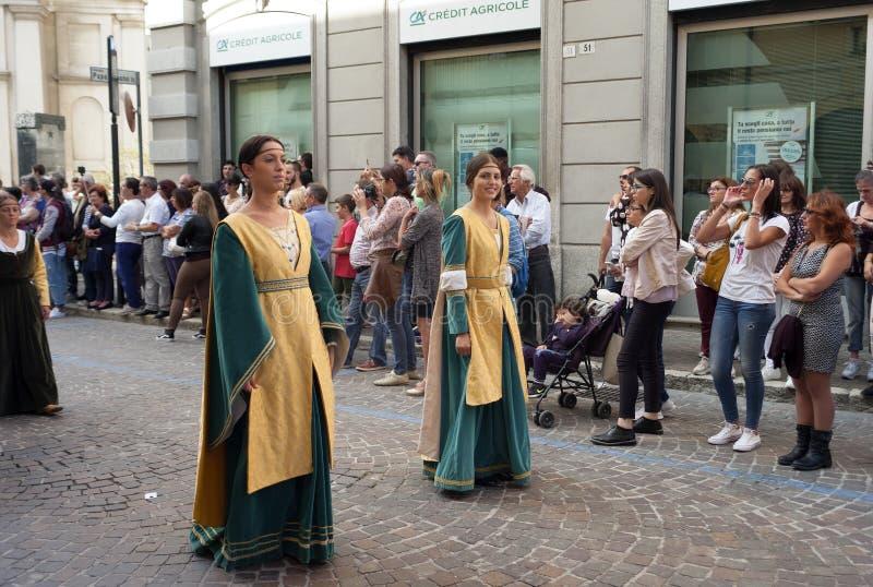 中世纪再制定游行 颜色女儿图象母亲二 免版税库存图片