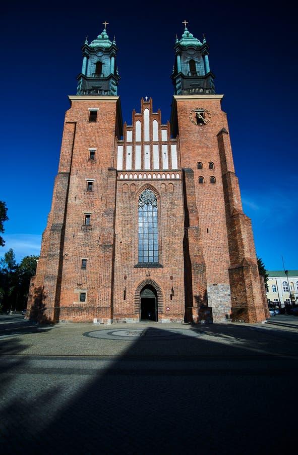 中世纪哥特式大教堂塔  免版税库存照片