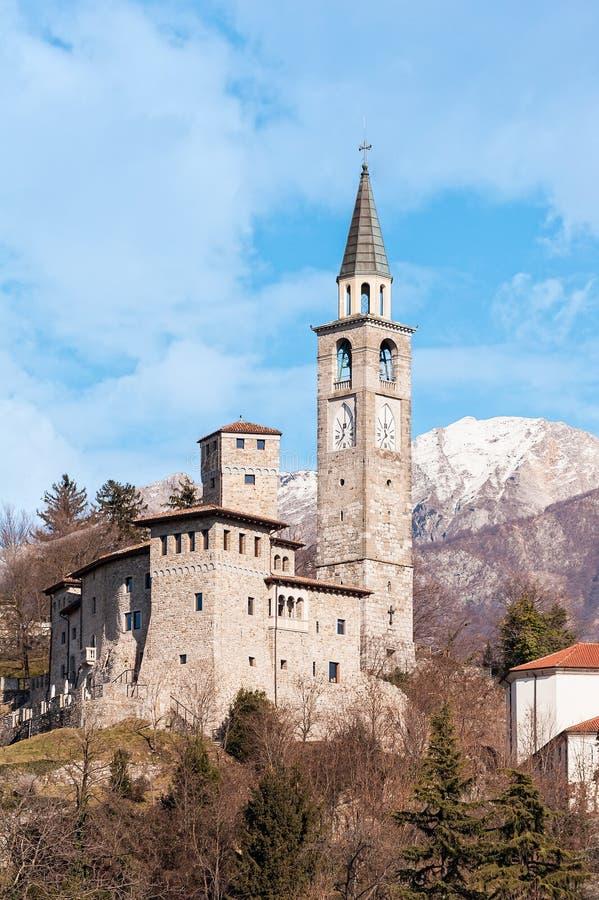 中世纪城堡和belltower在意大利 免版税库存照片