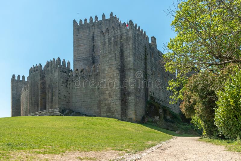 中世纪城堡在吉马朗伊什市,葡萄牙的Norte地区 库存图片