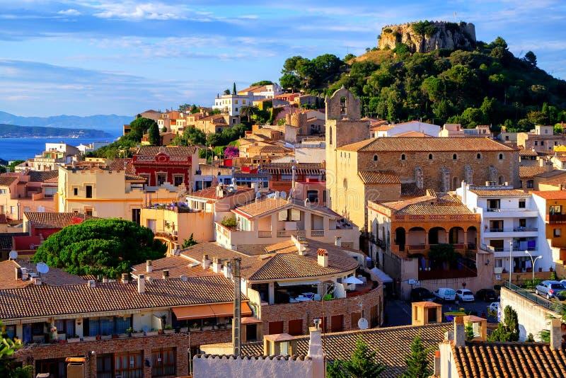 中世纪城堡在Begur镇,卡塔龙尼亚,西班牙 免版税库存照片