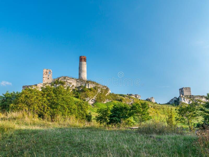 中世纪城堡废墟在琴斯托霍瓦附近的奥尔什丁 库存图片