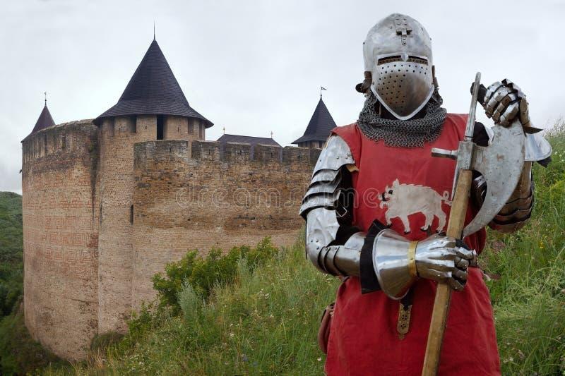 中世纪城堡的骑士 免版税库存照片