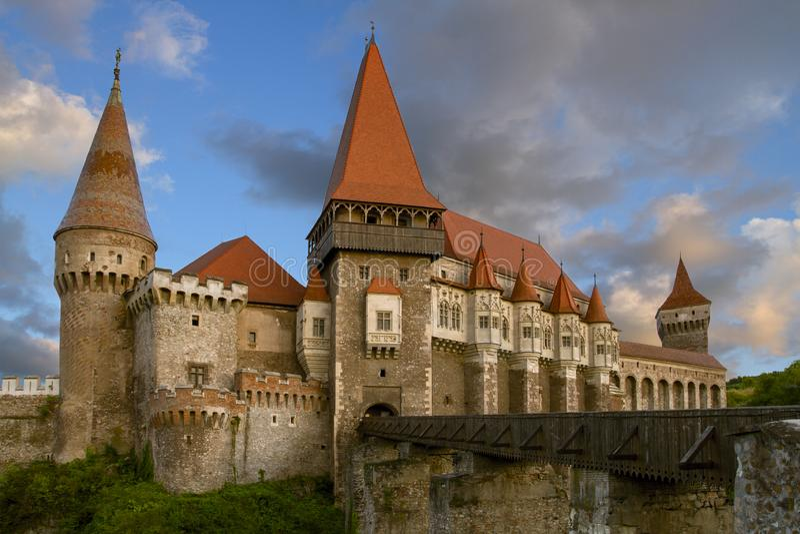 中世纪城堡Corvin在胡内多阿拉,在新生哥特式被修造,位于特兰西瓦尼亚,罗马尼亚,欧洲 库存图片
