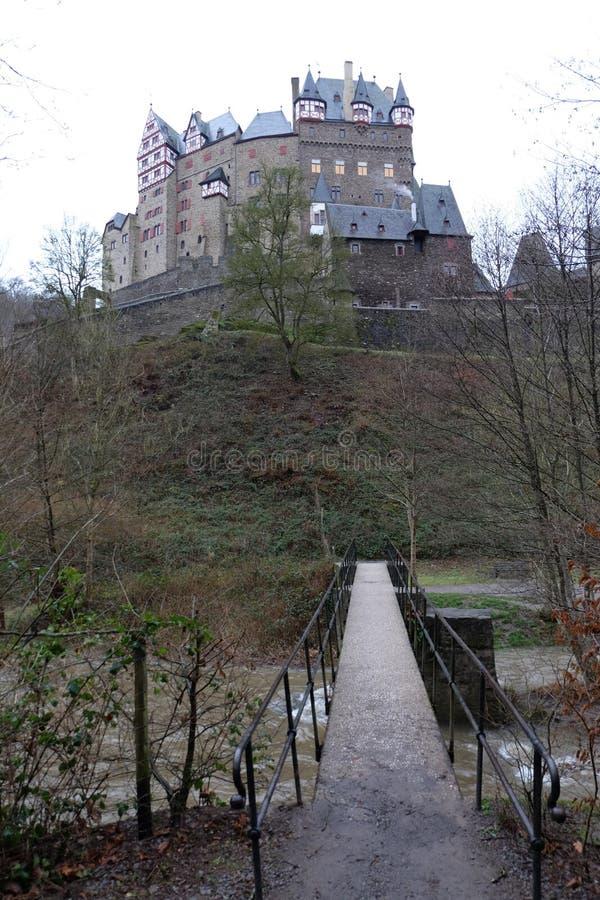 中世纪城镇Eltz城堡桥梁 免版税库存图片