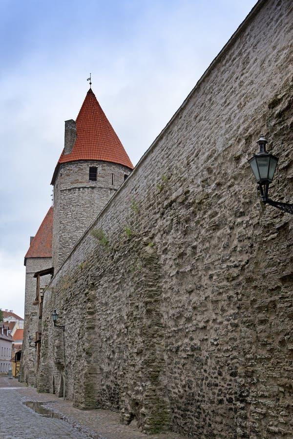 中世纪塔,一部分的城市墙壁,塔林,爱沙尼亚 库存图片