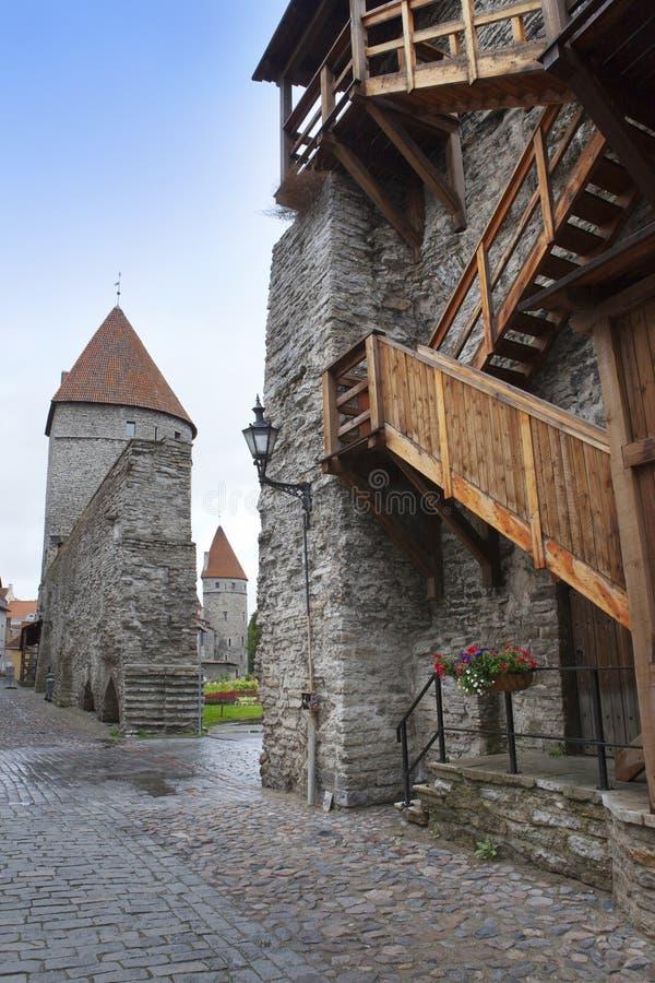 中世纪塔,一部分的城市墙壁,塔林,爱沙尼亚 免版税图库摄影