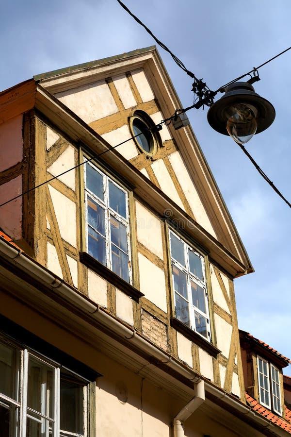 中世纪大厦屋顶的看法在老里加,拉特的心脏 库存照片
