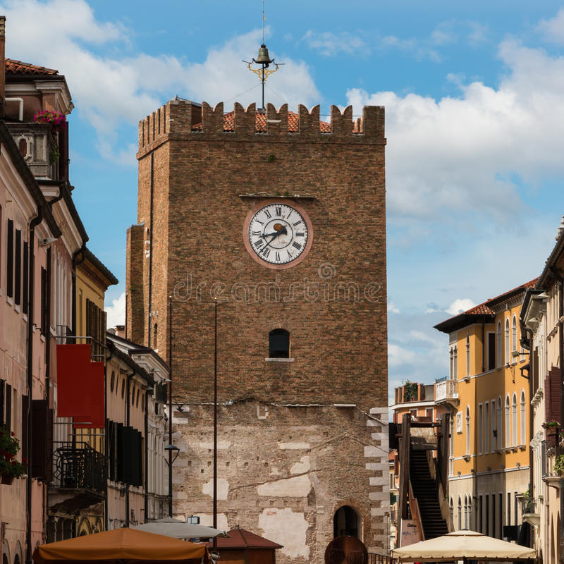 中世纪尖沙咀钟楼在威尼斯-意大利附近的梅斯特雷 免版税库存照片