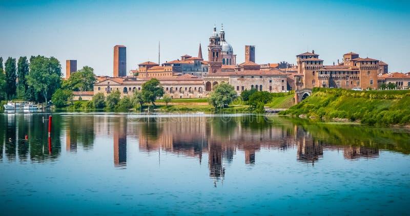 中世纪市Mantua在伦巴第,意大利 免版税库存图片