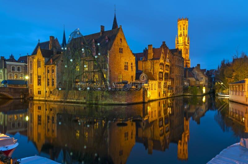 中世纪布鲁日运河在晚上,比利时 图库摄影