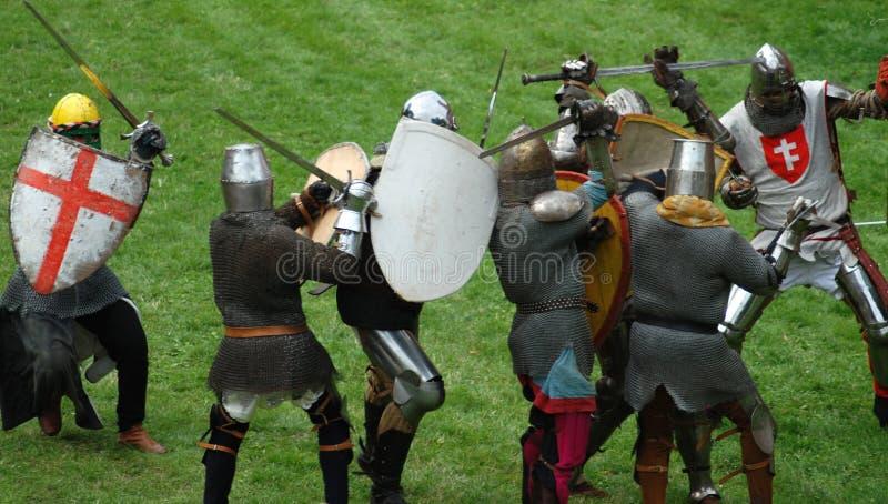 中世纪战斗有脚的骑士 免版税库存照片