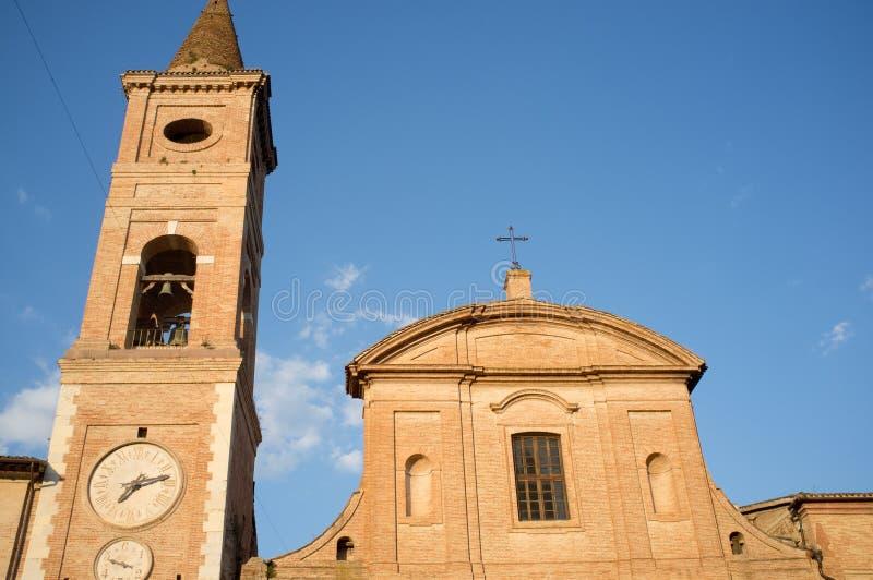中世纪教会在市卡尔达罗拉在意大利 免版税库存图片