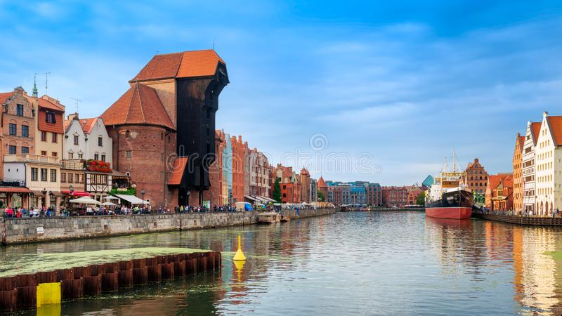 中世纪港起重机,在格但斯克叫Zuraw,在河Motlawa,波兰 库存图片