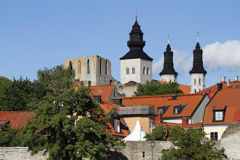中世纪维斯比大教堂的塔在哥得兰岛,瑞典 库存图片