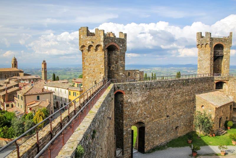 中世纪蒙达奇诺堡垒在Val d ` Orcia,托斯卡纳,意大利 库存照片