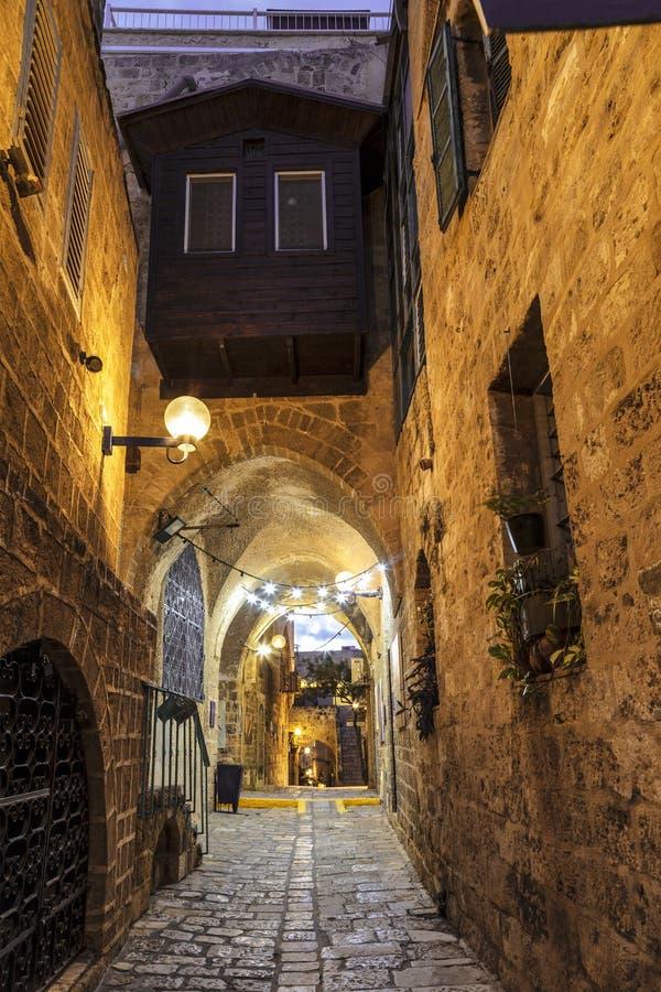 中世纪街道在夜之前在贾法角,特拉维夫, 免版税库存照片