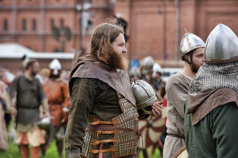 Download 中世纪衣裳的人们 图库摄影片. 图片 包括有 衣物, 激活, 艺术, 公民, 城堡, 服装, 文化, 男朋友 - 59103732