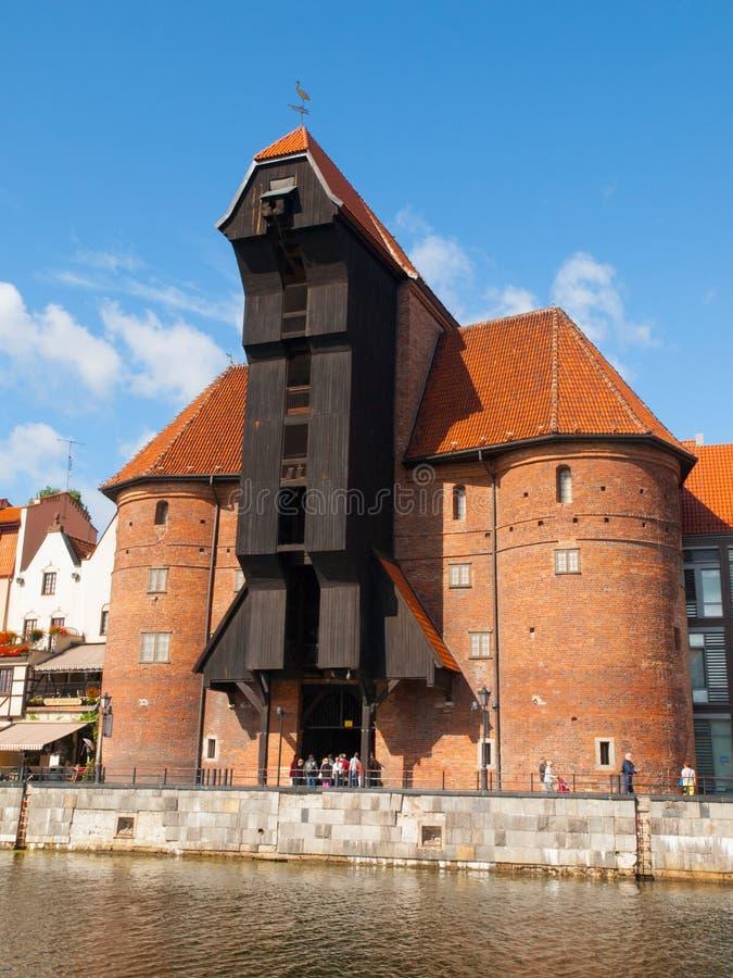 中世纪起重机在格但斯克小游艇船坞 库存照片