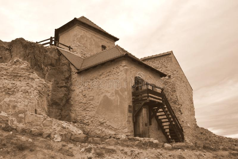 中世纪鲁佩亚浪子堡垒的庭院在特兰西瓦尼亚,罗马尼亚 免版税库存照片