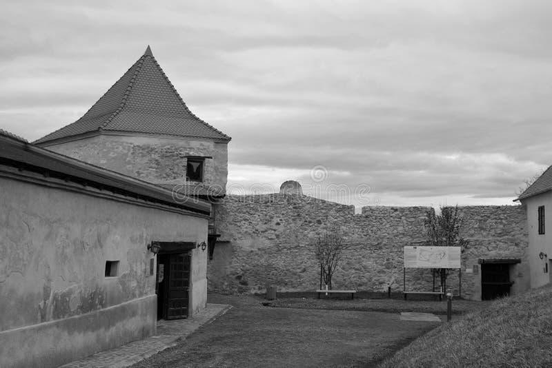 中世纪鲁佩亚浪子堡垒的老墙壁在特兰西瓦尼亚,罗马尼亚 免版税库存照片